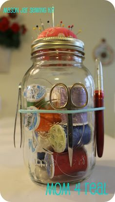 Mason Jar Sewing Kit - Mom 4 Real--Team this up with my mason jar lunch bag and this would make a pretty neat create-on-the-go kit or a nice gift for my fellow sexist Mason Jars, Pot Mason, Mason Jar Gifts, Bottles And Jars, Sewing Hacks, Sewing Crafts, Sewing Projects, Sewing Kits, Craft Gifts