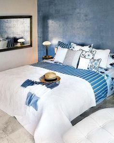 Dormitorio ibicenco en blanco y azul