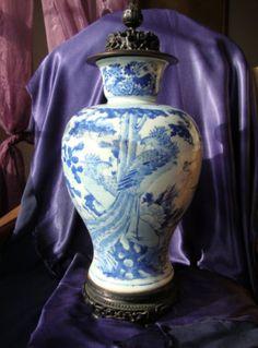 Antique chinese porcelain blue white jar vase marked with wooden base lid