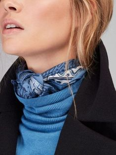 Discover the latest scarves for women this Spring/Summer 2020 at Massimo Dutti. Patchwork, paisley or leopard print scarves to combine simplicity and style. Look Fashion, Winter Fashion, Fashion Outfits, Fashion Tips, Fashion Scarves, Fashion Jewelry, Women Jewelry, Ways To Wear A Scarf, How To Wear Scarves