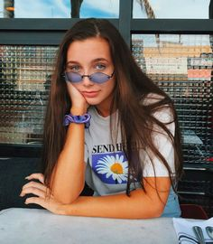 emma chamberlain is my dad Pretty People, Beautiful People, Beautiful Sky, Emma Style, Summer Outfits, Cute Outfits, Emma Chamberlain, Hair Growth Oil, How To Pose