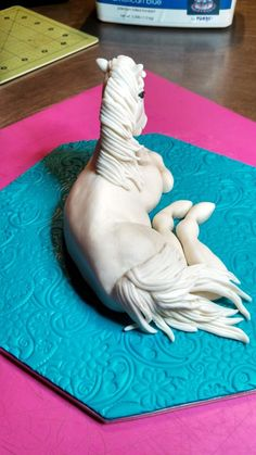 First Sugar Paste Horse — Birthday Cakes Cake Decorating With Fondant, Cake Decorating Techniques, Cake Decorating Tutorials, Fondant Figures, Fondant Cakes, Cupcake Cakes, Cupcakes, Fondant Horse Tutorial, Pastry Cook