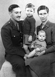 A war diary belonging to Pink Floyd star Roger Waters' father has been uncovered by a fellow soldier Pink Floyd Roger Waters, Pink Floyd Band, John Entwistle, David Gilmour, Interesting History, Historical Pictures, World War Ii, Wwii, Rock And Roll