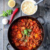 MARENGS MED MØRK SJOKOLADE OG MANDLER | TRINES MATBLOGG Couscous, Frisk, Curry, Cake, Ethnic Recipes, Food, Curries, Kuchen, Essen