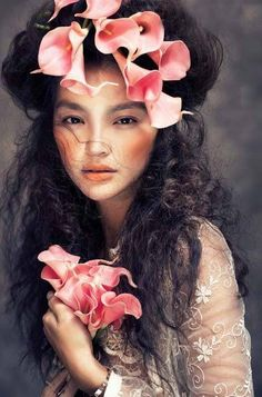 Portrait Photography Inspiration Picture Description ❀ Flower Maiden Fantasy ❀ beautiful photography of women and flowers - Fengshihua Photography Women, Beauty Photography, Portrait Photography, Fashion Photography, Photography Flowers, Feminine Photography, Colour Photography, Photography Magazine, Photography Ideas