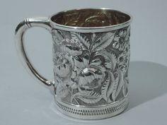 Caneca de batizado antiga, em prata esterlina, produzida por Gorham em Providence, 1888.