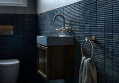 μπανιο νεες τασεις άρθρα • Decoration.gr - Online περιοδικο για το σπιτι με ιδεες διακοσμησης, αρχιτεκτονική, tips για το σπίτι και τη καθημερινότητα! Sink, Vanity, Bathroom, Home Decor, Sink Tops, Dressing Tables, Washroom, Vessel Sink, Powder Room