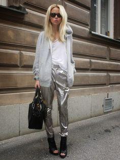 Look.inspiration, outfit, estilo, inspiração, street style, fashion, trend, moda, tendencia, get inspired, inspire-se, metallized, metalizado, metalico,calça, pants
