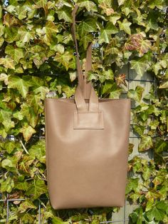 Brown leather bag, easy close