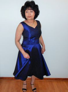 A sleeveless navy blue dress with sweetheart neckline. Great for most occasions. Navy Blue Dresses, Special Events, Designer Dresses, Party Dress, Neckline, Formal, Blog, Fashion, Dress Party