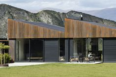 New houses in spectacular locations featured strongly in the 2017 Southern Architecture Awards, announced on 9 June.