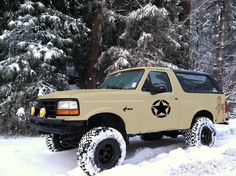 Paint job poll - Page 3 - Ford Bronco Forum Old Ford Bronco, Bronco Truck, Ford 4x4, Ford Pickup Trucks, 4x4 Trucks, How To Paint Camo, Camo Paint, Truck Paint Jobs, Bronco Concept