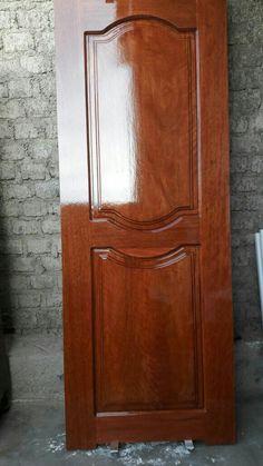 Puerta principal  madera de tornillo