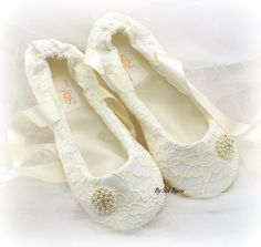 ***Made Upon Request- This pair can be made in ANY color scheme  ***This listing is for a pair of bridal flats as shown or in any color combination  This pair has been crafted with ivory lace over white fabric. Ivory satin laces tie around the ankles.  1) Totally handmade  2) Created according to your unique measurements. I dont use commercial sizes. I accommodate any size and width, including childrens. Once you place your order, you will receive instructions to measure your feet in order…