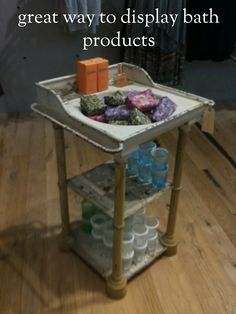 Old Sink: Good display for soaps, bath toys, etc. Craft Fair Displays, Store Displays, Display Ideas, Booth Ideas, Window Displays, Old Sink, Retail Signage, Candle Store, Soap Display