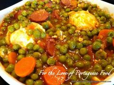 Stewed Peas with Poached Eggs (easy to do a vegetarian version) Portuguese Soup, Portuguese Sausage, Portuguese Recipes, Portuguese Fava Bean Recipe, Favas Guisadas, Midevil Food, Stew Peas, Guisado, Cooking Recipes