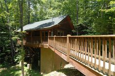 Creekside Paradise is a lovely, semi-secluded, fairy-tale cabin, nestled in the woods, with an open floor plan and is the perfect getaway for any couple.
