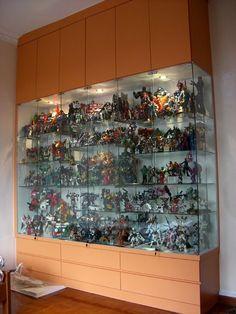 Merveilleux Figure Display Cabinet