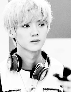 Happy 24th birthday, Luhan! April 20th was the day, so I'm late to the party :( Still, he's 24 and looks about half that age. #luhanisnotjustbeginningtogothroughpuberty
