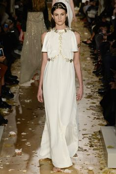 Valentino meets Game of Thrones in their latest couture collection. Everything was pretty royal with golden accesories and sheer floor length gowns. See the Valentino Haute Couture S/S 2016 show below: Dress Couture, Style Haute Couture, Spring Couture, Couture Fashion, Runway Fashion, Couture Week, Paris Fashion, Fashion Week, High Fashion
