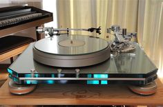 Marantz TT 1000 turntable. Marantz (japan) by Microseiki. The platter was cut (machined) by Microseiki.
