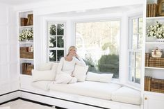 Interior Design White Wall Paint Decoration And Bay Window Frame Excerpt Contemporary Windows Small Living Rooms, Home Living Room, Living Room Decor, Family Rooms, Bay Window Benches, Window Seats, Bay Window Seating, Window Seat Cushions, Bay Window Living Room