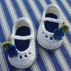 Gehäkelte Babyschuhe für kleine Mädchen Elfenbein und blau mit Blumen, erste Wandererschuhe billige Schuhe / Baby-Schuhe / Schuhe Verkauf / 8pairs 16pcs