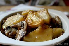 Mushrooms with Potatoes in Wine ⋆ Cook Eat Up! Cooking Tips, Cooking Recipes, Easy Recipes, Yams, Vegetable Dishes, Potato Recipes, Finger Foods, I Foods, Chicken Wings