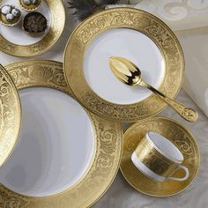 Mottahedeh Versailles Gold: Since the name Robert Haviland Dinnerware Sets, China Dinnerware, Mikasa Dinnerware, China Sets, Elegant Table, Dinner Sets, China Patterns, Decoration Table, Elle Decor