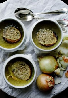 Traditional, old-fashioned French onion soup | by oddur thorisson