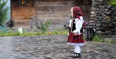 Romanian folk traditional clothing Part 2 Romanian People, Kids Castle, Visit Romania, City People, Folk Clothing, Traditional Outfits, Kids Outfits, Costumes, Clothes