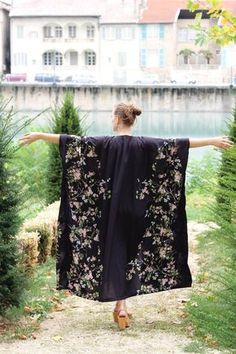 Aujourd'hui je blogue chez Hanna, la talentueuse couturière qui tient le blog Pearls and Scissors . Je vous montre comment réaliser un kimo...