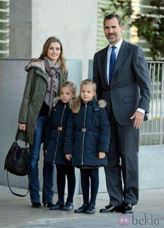 Los Príncipes de Asturias con las Infantas Leonor y Sofía, en su visita al Rey.