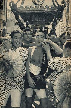 Yukio Mishima w Omikoshi