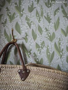Wallpaper Lily of the valley grey - Sandberg Wallpaper Hallway Wallpaper, Floral Pins, Floor Ceiling, Inspirational Wallpapers, Modern Country, Lily Of The Valley, Scandinavian Design, Crafts, Dreams