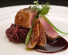 Discover tips and facts on fine Italian Cuisine and Italian wine. Duck Recipes, Meat Recipes, Gourmet Recipes, Gourmet Foods, Water Recipes, Steak Dinner Sides, Photo Food, Daily Meals, Aesthetic Food