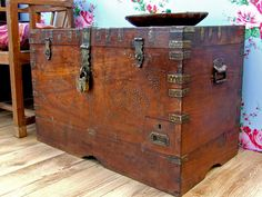 Old Wooden Chest 777 - Scaramanga - Leather Satchels & Messenger Bags. Old Wooden Chests and Trunks