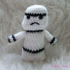 Kleine Stormtrooper van HookedbyJoyce op Etsy