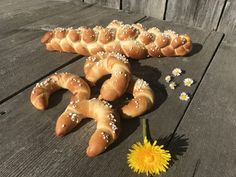 Backen mit Christina … | Süßes Gebäck fürs Muttertagsfrühstück Bread Rolls, Doughnut, Bread Recipes, Bakery, Breakfast, Desserts, Food, Fitness, Brioche
