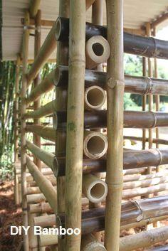 DIY Bamboo Designs and Projects DIY Bamboo Designs und Projekte Diy Bamboo, Bamboo Crafts, Bamboo Fence, Bamboo Ideas, Rustic Backyard, Backyard Garden Design, Modern Landscaping, Backyard Landscaping, Backyard Patio
