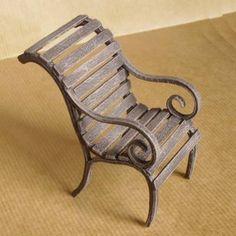 Miniatures et maisons de poupees : les meubles