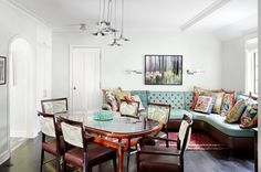 If you want to spruce up your dining room, a great way to do it is by replacing the some of the chairs by a sofa. Here are some dining room sets to inspire you! | Dining Room Ideas. Dining Room Table. Dining Room Chairs. #diningroomideas See more:http://diningroomideas.eu/inspired-dining-room-sets-beautiful-modern-sofas/
