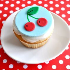 need to learn about fondant so I can make these! #cupcake