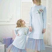 Одинаковые платья мама дочка фемилилук. Желтые платья мама дочка – купить или заказать в интернет-магазине на Ярмарке Мастеров | Красивые дизайнерские платья фемилилук для мамы и…