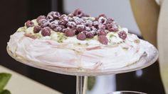 Marenki ja passionpavlova - Sara La Fountain | 24Kitchen Fountain, Fox, Cake, Desserts, Recipes, Tailgate Desserts, Deserts, Kuchen, Recipies