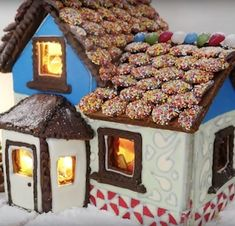 100 Best Gingerbread House Ideas Gingerbread House Pictures, Gingerbread House Designs, Gingerbread House Parties, Gingerbread Decorations, Christmas Gingerbread House, Christmas Projects, Holiday Crafts, Holiday Fun, Christmas Time