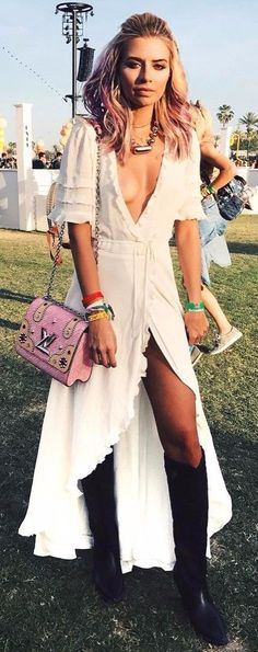This Best boho dress ideas for coachella outfits 49 image is part from Best Boho Dress Ideas for Coachella Outfits 2018 gallery and article, click read it bellow to see high resolutions quality image and another awesome image ideas. Coachella Outfit Boho, Best Coachella Outfits, Cochella Outfits, Hot Outfits, Summer Outfits, Fashion Outfits, Coachella Style, Coachella Festival, Summer Wear