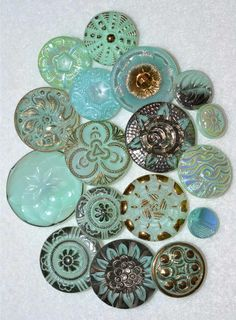 VINTAGE/ANTIQUE GLASS BUTTONS s w e e t m o n t a n a