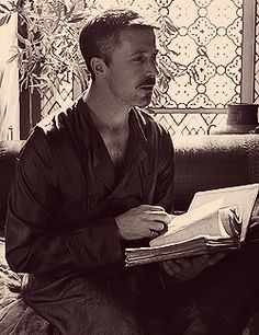 # 11: A character that you would like to kiss  <3 Petyr Baelish <3