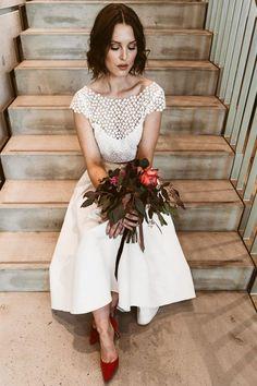 Knöchellanger Rock mit Spitzenoberteil. Mix and match Kombination. W Dresses, Flower Girl Dresses, Wedding Dresses, Bbq Party, Mix Match, Special Occasion, Modern, Inspiration, Beauty